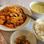 盛興苑 - 豚肉とキムチの炒め定食