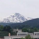 37850603 - 店の前から見える鳥海山。