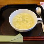 菜食 左ェ門 - 新玉とグリーンピースの卵スープ