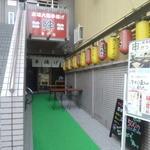 37851846 - 奥まった入口ですが、店内はさらに奥に広がっています。
