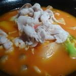CHINESE DINING 凍頂山 - 豚肉とトマトのピリ辛酸味ラーメン
