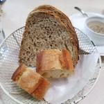 パリのワイン食堂 - バゲット  パン・ド・カンパーニュ