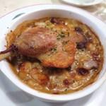 パリのワイン食堂 - フランス産 仔鴨モモ肉のコンフィのカスレ