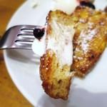 ボンダイカフェヨヨギビーチパーク - 自家製100%全粒粉フレンチトースト