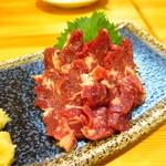 肉刺し酒場 和亭 - 名物の馬刺し(中トロ)1500円
