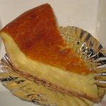 アルパイン洋菓子店 - 粉っぽかった「焼きチーズケーキ(\263)」。