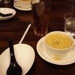 37861988 - 烏龍茶とスープと取り皿・・・? (5/11)