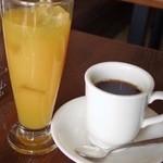 珈琲舎 - オレンジジュースとコーヒー