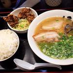 博多ラーメン123 - 「Aセット」(700円)。 ラーメン+唐揚げ+ご飯。セットメニュー充実してます。
