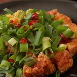 蘭亭 - 料理写真:青ネギとにんにくがどっさりかかった豚バラ肉を特製だれで食す特製酢豚!!癖になる味をご堪能下さい♪