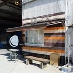 北坂養鶏場 直売所 - お店の外観