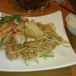 プロォーイ タイ料理 - Aセット(バッタイ〜タイ風焼きそば、ライス付き)
