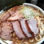 麺舗 十六 - ラーメン多め(700g)+肉増し¥990