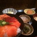 魚串 魚然 - サーモンといくら丼 850円