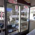 37871890 - 店内の冷蔵ショーケース