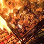 黒木屋宮崎 日南 - 新鮮な地頭鶏を注文が入るたびに炭火で焼いて提供させていただいてます!ジューシーですごくおいしいので是非ご賞味ください!