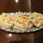 カフェ&バー ウミノ - フルーツサンド(800円)