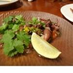 クッキン - ホタルイカとコリアンダーのマリネ(1200円)・・コリアンダーと合わせてあるので中華麩テイストも感じます。 旬のホタルイカもいいお味でした。