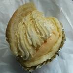 37873567 - シュークリームみたいなパン(名前失念)