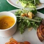 F.cafe - カボチャのスープ、サラダ