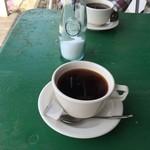 F.cafe - 食後はホットコーヒーを
