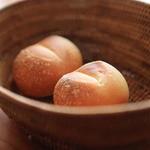 イル・クッチョロ - 「自家製パン」