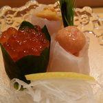 鮨処 竜敏 - バフンウニのヒラメ巻きゅうりイクラ芽ネギ添え