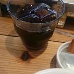 オニオンマジック102 - セットのアイスコーヒー