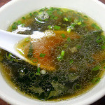 ラーメンハウス まき - 付け合せのスープ