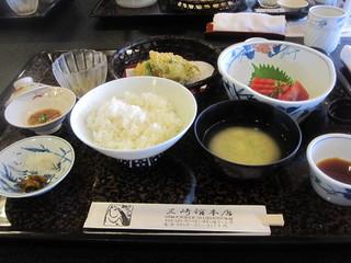 三崎館本店 - マグロ切符の食事