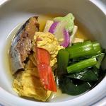 鯉川温泉旅館 - 夕食(身欠き鰊・湯葉巻き海老等の煮物)