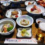 鯉川温泉旅館 - 夕食(はじめに並んだ料理)