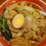 37887429 - チャーシューワンタン麺(醤油味) 美味しいです