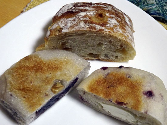パン酵房ナチュール - くるみあんぱん170円 クランベリークリームチーズ180円 りんごとくるみ280円