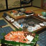 木船 - 囲炉裏で、香住ガニ(紅ガニ)のフルコース。別注で魚のお刺身やシロエビも。