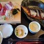 37891206 - 2015.5 塩サバ焼きと刺身定食