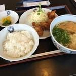 大ちゃんうどん - 料理写真:唐揚げ定食  麺はもちツルで美味しく頂きました (*´ڡ`●)