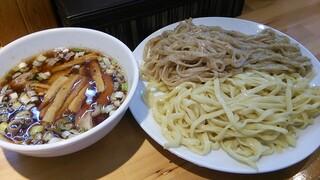 りきどう - 焙煎2色つけ麺900円(大盛)