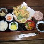 辻の茶屋 - 季節限定の山菜の天ぷら定食です。(1700円)