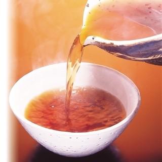 素材本来の味わいを引き立てる、五段仕込みのつゆ