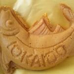 市場食堂 鶴の港 - かつお焼き(そら豆餡と安納芋餡)の2バージョン