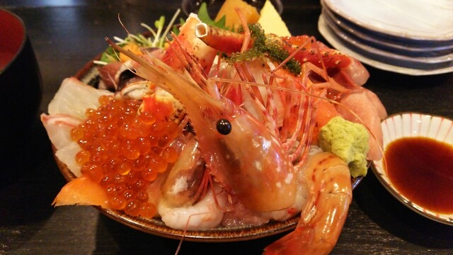 市場食堂 さかなや - 極上海鮮丼(2160円)