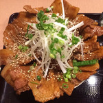 紅とん - 紅とん豚丼 メガ盛り 1000円
