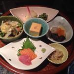 くつろぎ空間 わしょく屋 - 豆富、サラダ、小鉢、焼魚、煮物、刺身