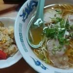 中華そば屋 はな華 - 月・火とお休みなのでなかなか行けない。。。と思っていましたが、今日水曜日!!大丈夫!!…とっても久しぶりでしたが、下松系ラーメンの味でした❤澄んだスープがさっぱりでとっても美味しいです!!