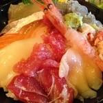 魚甚 - 獲れたて豪華海鮮丼700円税込アップ