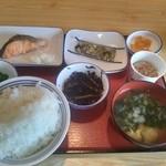 山形北町食堂 - 焼き魚定食+納豆。