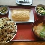 山形北町食堂 - ひじきご飯に甘い出汁巻き。