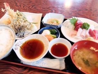 天とよ - 天ぷら定食(上)1250円、刺し盛り1000円(税込)