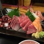地球食堂 - 鯛の煮付け定食、刺身